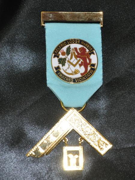 Members miniature set of 5 jewels on a metal bar new Allied Masonic Degrees