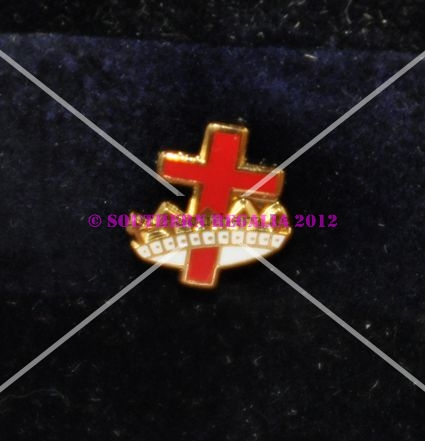 Knights Templar Cross & Crown Gold Plated Lapel Pin