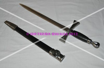 Poignard / Dagger with Black scabbard (Antique Silver Handle)
