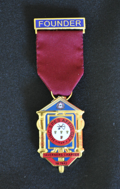 Founders Breast Jewel - Royal Arch Chapter [1 Enameled Bar, Bottom Ring and Hanging Emblem]