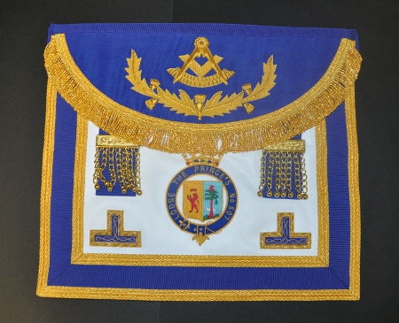 Craft Past Masters Apron - triple border - Scottish